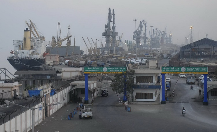 images/latest_news/1478926897kandla port.jpg