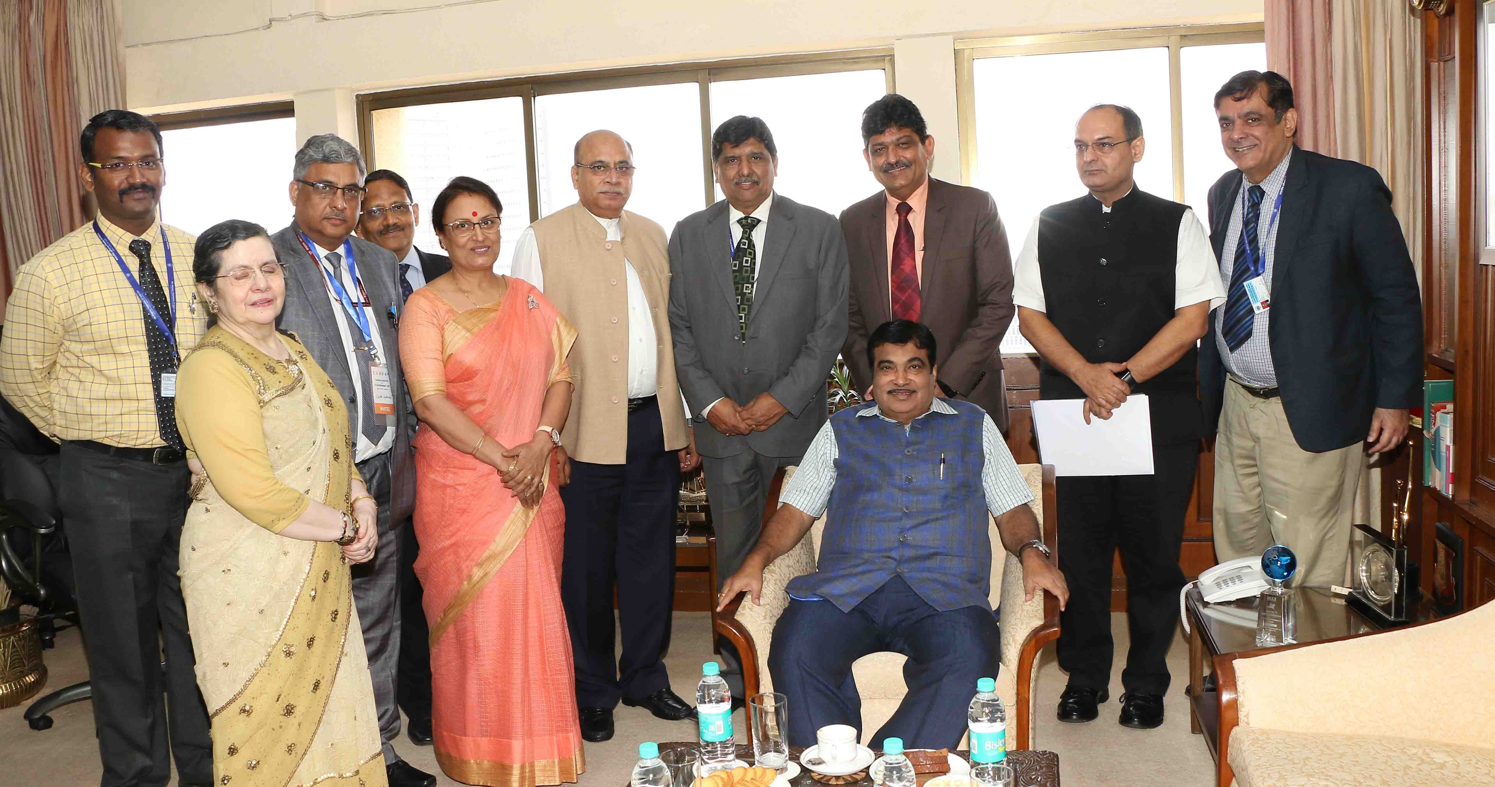 images/latest_news/1496813344gadkari with sci mgmt.jpg